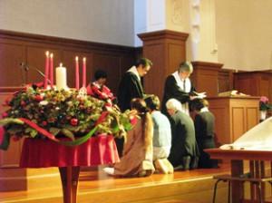 クリスマス礼拝での洗礼式の様子
