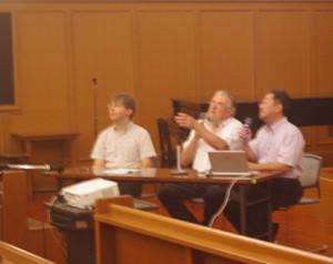 オルガン作業説明会:左からメルカールト氏、ケルン氏、都留氏