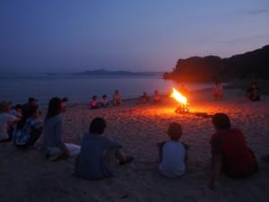キャンプファイヤー 火を囲んで語り合いました。