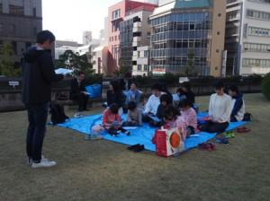 「芝生広場」でみんなで礼拝